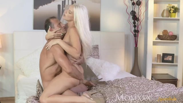Xxx moms Mom after oil massage and ass licking she gives awesome pov blowjob