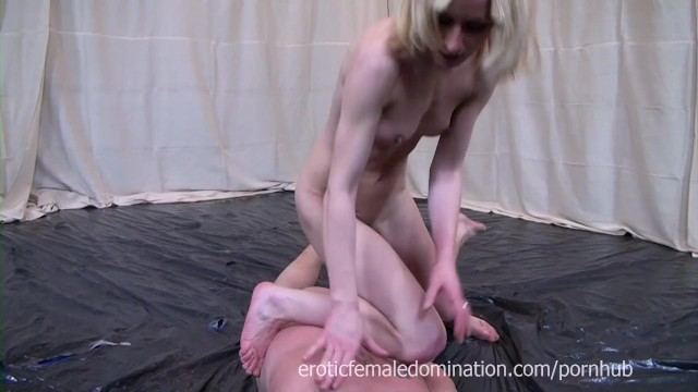 Nude cage fighting - Kick-boxing girl showing off her skills in a nude mixed fight