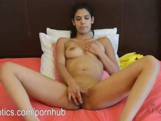Karmen Bella's huge pussy lips getting fingered!