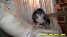 Ragazzetta asiatica fa sesso anale per amore,i soldi e la salute
