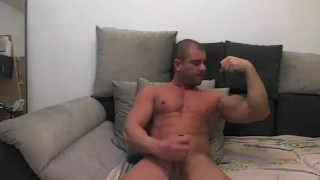 Load cam jock shoots on muscle camshow male
