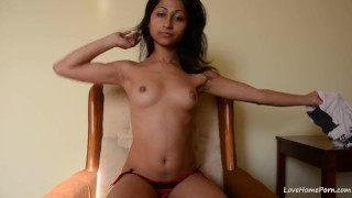 Perfect webcam model fingering her pussy