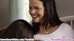 Dana DeArmond mostra alle giovane lesbiche chi è il capo