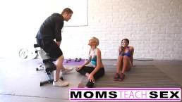 お母さんと娘の運動がハードコアになる
