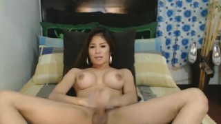 Elegant Looking Shemale Show her Body Bare