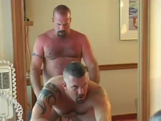 gay-chubby-porn-bear-voyage
