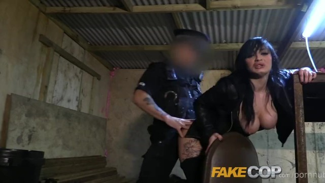 The copper bottom - Fake cop masked robber fucked by fake copper