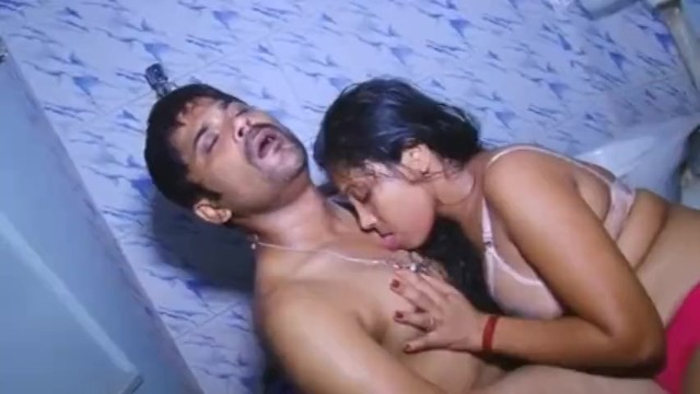 Bad dad xxx Hot and sexy girl taking bath with boyfriend south indian bathroom sexvideo