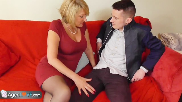 Hommes matures Young guy with big dick fucks his new sexy mature landlady