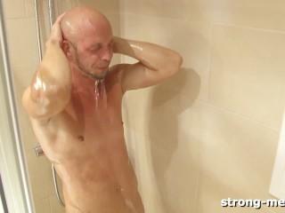 Lee Jaguar in the Shower