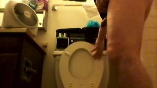 Lots of good peeing ★★★  long peeing pee feet wet legs yummy peeing peeing yummy balls good peeing hot