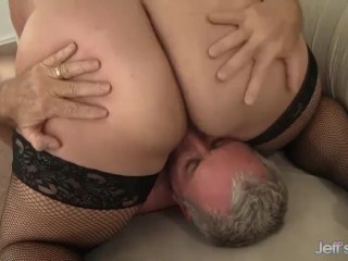 Gets pussy filled with cock...