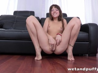 Hot darling just wants to please her nice twat