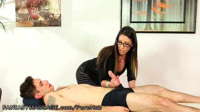 Hot milf a Izabel kurva vo pančuchy a sexy spodnú bielizeň.