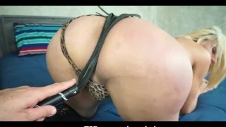 Sweet Latina Shemale Blowing Off Cock On fucking