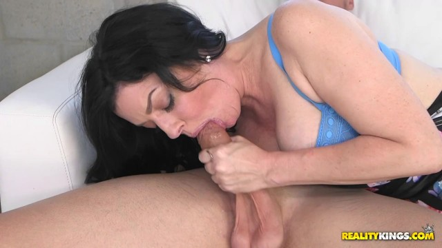 Streaming Gratis Video Nikita Hot MILF Natalie Lovenz sucks big cock before she is fucked and jizzed