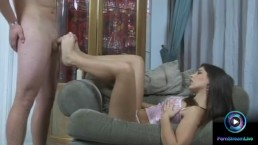 Watch the lovely brunette Zafira sexy feet in footjob action