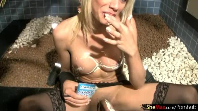 Streaming Gratis Video Nikita Mirzani Shemale gets her shecock hard by stroking and jizz cumming