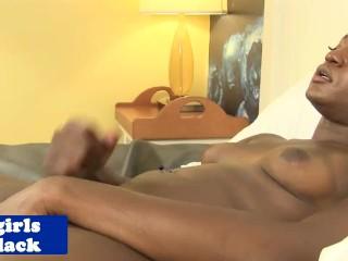 Pornstar tranny Vixxen Jasel busting load