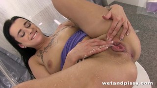 Brunette fun so alone much nasty young having squirt squirting