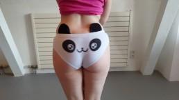 Hot emo girl shows her bubblebutt in cute kawai panda panties