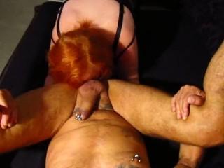 Schlampe Tina leckt Freund Arsch ab und ins Maul gespritzt