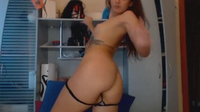 Download Gratis Video  Seductive Babe Get Naked and Masturbate