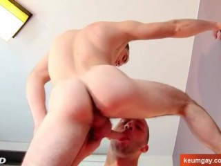 A nice innocent str8 guy serviced his big cock by a guy!
