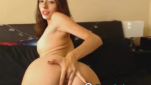 Streaming Gratis Video  Horny Babe with Pierced Nipple