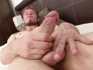Tattooed white guy jerks off for you