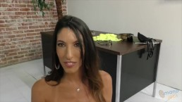 Big titted MILF Dava Foxx does Handjob