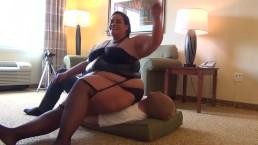 Laydy Em's Huge Butt Drops