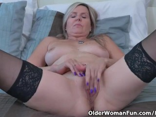 Canadian milf Velvet Skye gives her pussy a workout with fingers