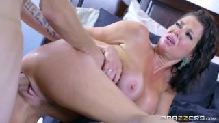Sexy milf Veronica Avluv loves big cock - Brazzers