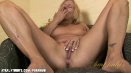 Payton Leigh rubs her pussy good for you