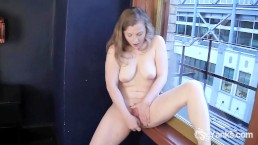 Sexy Lili Hits Her Gspot