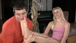 Gianna Vee foot worship