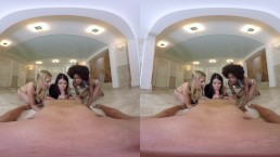Three hotties staged an orgy in jacuzzi
