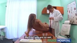 Le Faux Hopital - Le docteur baise la chatte étroite d'un patient pour soigner sa gueule de bois