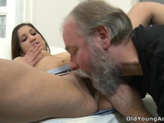 Teen cutie gets her tight asshole fucked by an old photographer