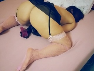 YOUNG MILF PLAYING WITH HER DILDO & TOY ( DILDO DEEPTHROAT & DILDO RIDE)