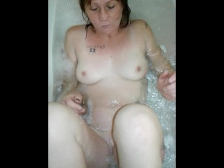 Squirtking1 getting his dick sucked by lushislips in the bath tube