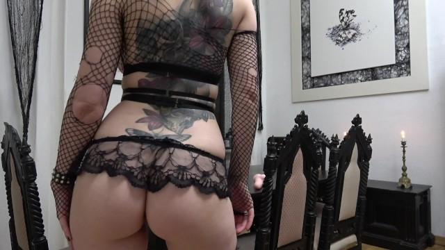 Alissa milano lesbian - Goth schlampe reitet ihren dildo.../ more on onlyfans alissa_noir