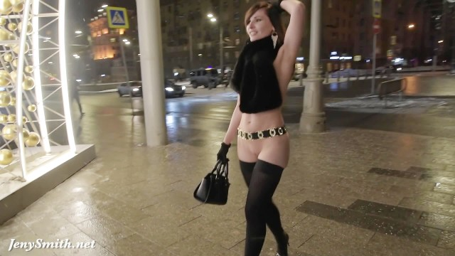 Nake wimen Jeny smith naked in snow fall walking through the city