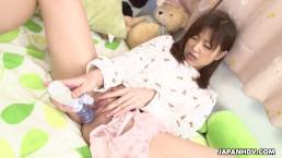 Schattige Aziatische babe toy fucking haar kletsnatte kut