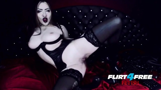 Latex free thumbnails - Goth goddess fucks herself in latex