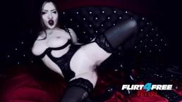 Diosa gótica se masturba en látex