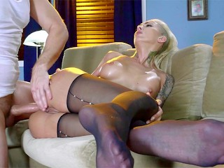 Pantyhose Anal Ho: Babe Bella Bellz Gets Her Pantyhose rip And Ass Fucked
