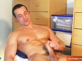 Eric A innocent delivery straight guy serviced his big cock