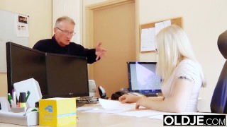 Old Young Just Turned 18 And Fucks A Wrinkled Old Man Gets Pussy Fucked